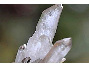"""Křišťál Himálaj (Akášický) - ručně získávaný """"Mistrovský krystal"""", 340 g  Kvalitní výběrový neupravený horský křišťál s """"rýhováním"""". 13 x 11 x 8,5 cm. Tibet"""