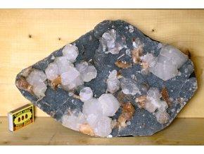velký dekorativní kámen chalcedon apofylit 4
