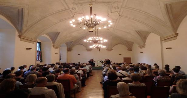 Filmové melodie v Emauzském klášteře