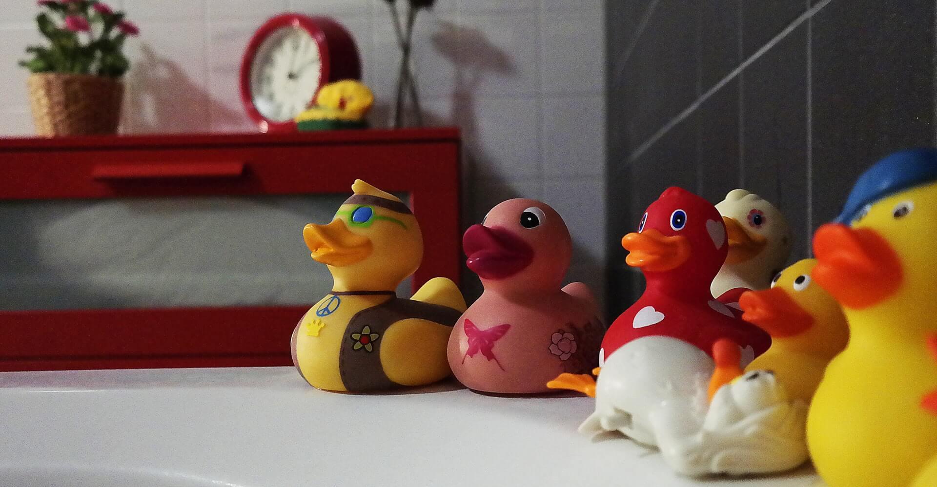Hračky do vane: Ktoré sú bezpečné na vodné hry?