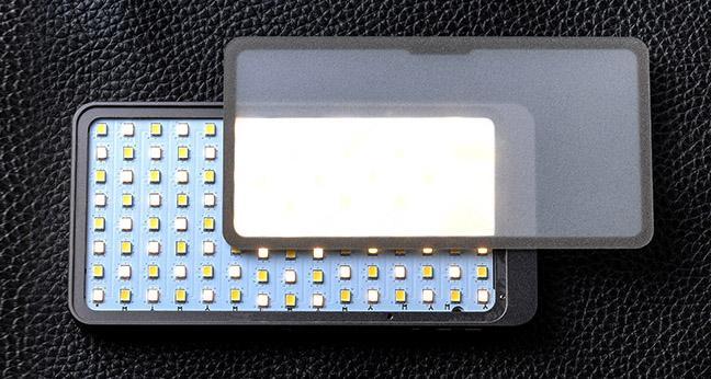 film-technika-sunwayfoto-kamerové-led-světlo-s-integrovanou-baterií-zabudovaný-difuzní-panel