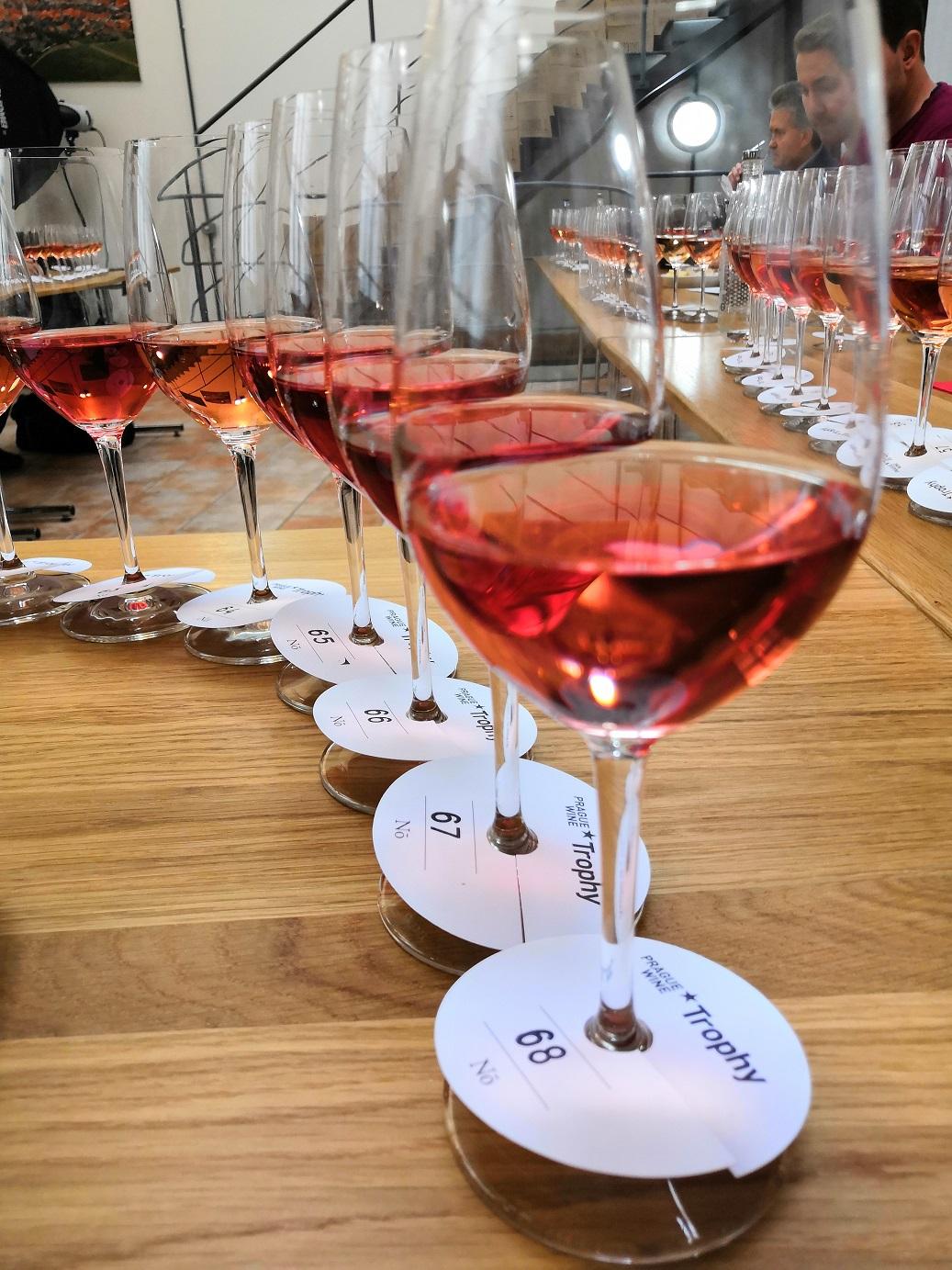 Degustace 90 vzorků růžových vín