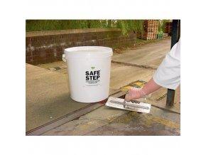 Opravárenské směsi na podlahy a beton