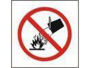 Zákazové bezpečnostní tabulky - Nehas vodou ani pěnovými přístroji