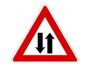 Dopravní značka Provoz v obou směrech (A9)