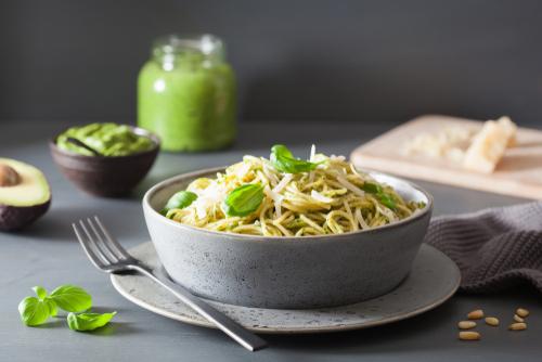Těstoviny se špenátem a avokádem