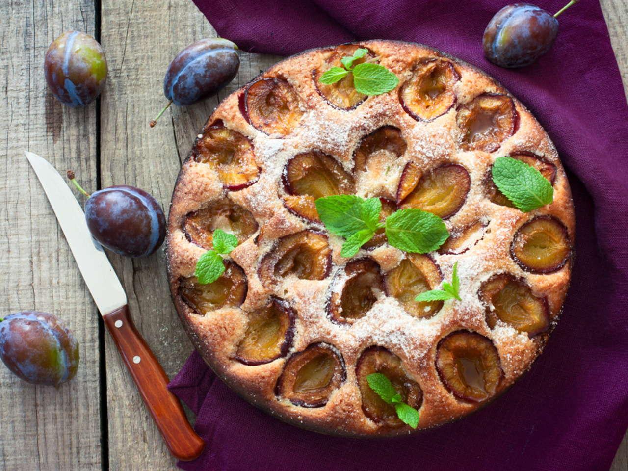 Bezlepkové pečení: Nadýchaný švestkový koláč se skořicí