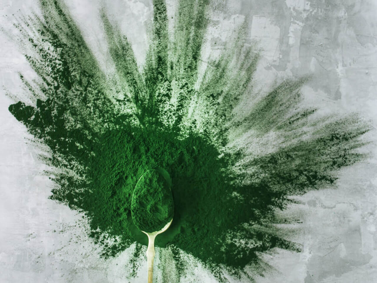 Pětice zelených superpotravin - hromada benefitů a smoothie plné energie