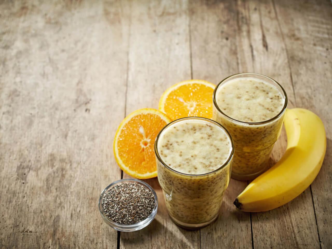 Pomerančové smoothie s chia semínky a mangem