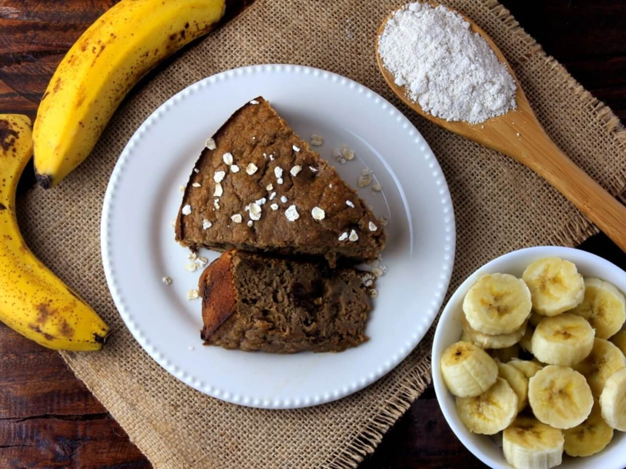 Vláčný banánový koláč s ovesnými vločkami