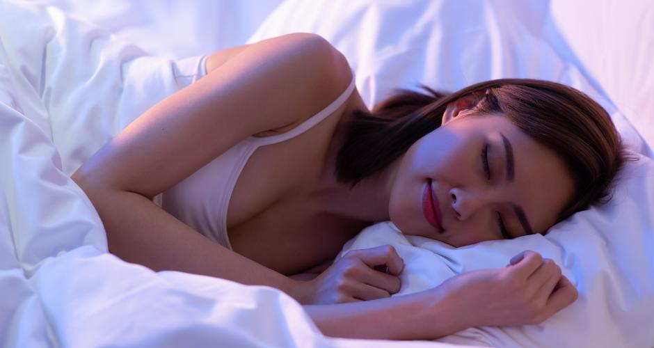 Jak podpořit spánek a urychlit usínání: Čemu se vyhnout a co pomáhá