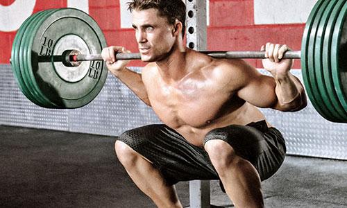 Jaké suplementy užívat před a po silovém tréninku?