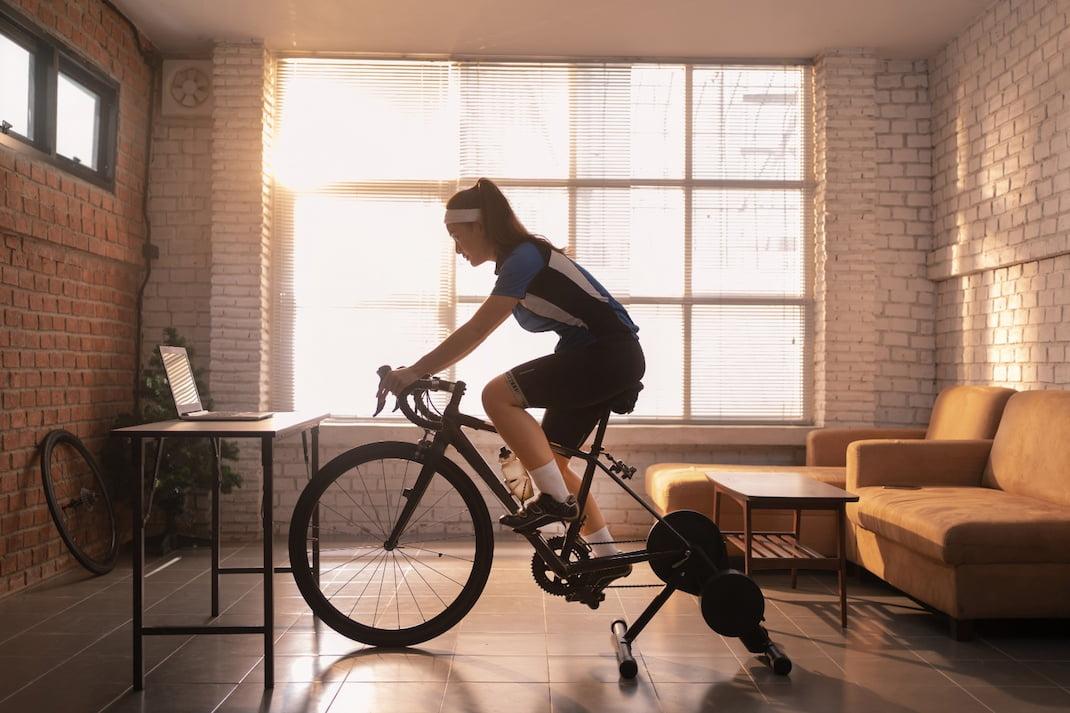 Kardio cvičení: Výhody a tipy, jak cvičit doma