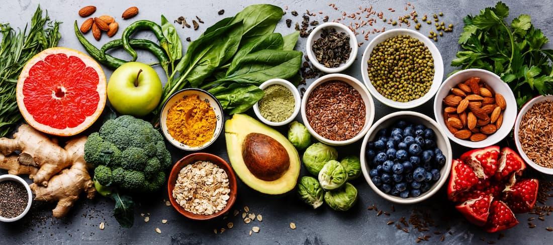 Zástupci ovoce a zeleniny reprezentující přírodní antioxidanty v potravinách