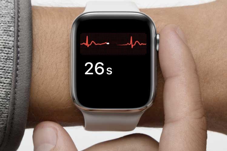 Zmerajte si EKG so smart hodinkami Apple Watch Series 4