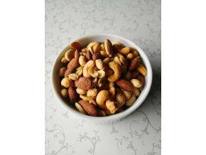Směs slaných oříšků a mandlí s uzeným aroma 1000 g