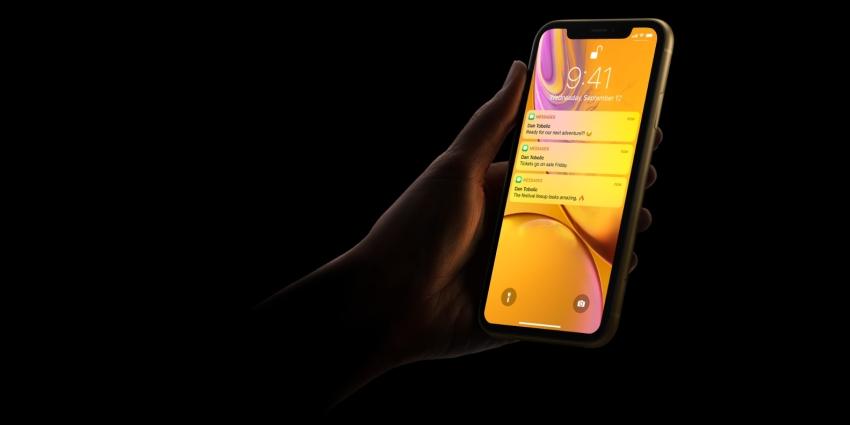 Apple představil trojici nových iPhonů. Cena se vyšplhala na 43 tisíc korun
