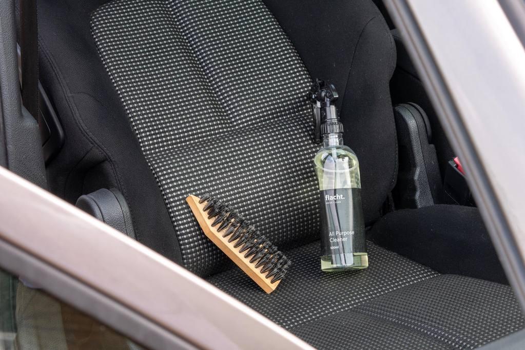 Jak vyčistit hodně špinavé sedačky?