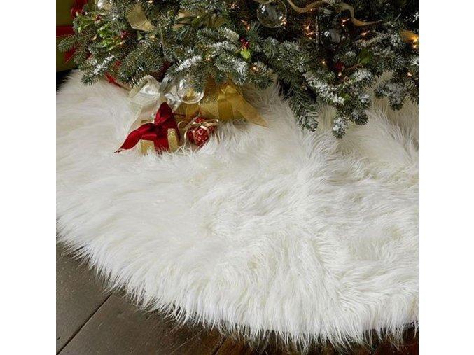 Vánoční dekorace- bílý chlupatý koberec pod Vánoční stromeček