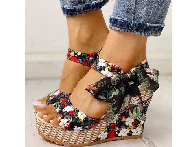 Dámské boty- dámské sandály na klínu s mašličkou