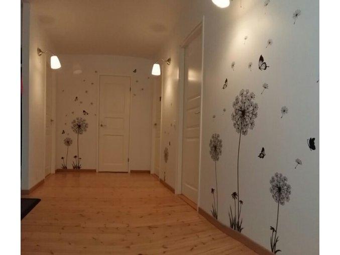 Samolepící dekorace na zeď - květiny s motýly