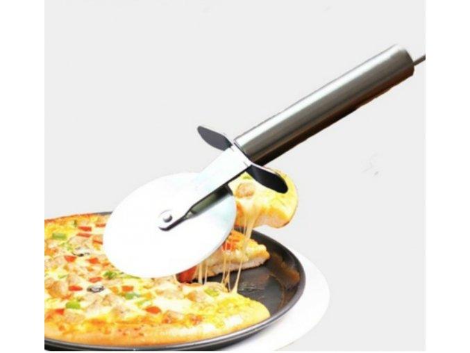 Praktický nerezový kráječ na pizzu