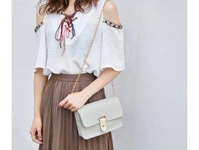 Dámská dívčí kabelka s přezkou a řetízkovým popruhem- pastelové barvy