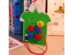 Vzdělávací dřevěná hračka- přišívání knoflíků