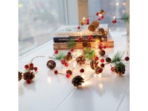Vánoce- vánoční LED řetěz s jehličím, šiškami a ozdobami 2 m