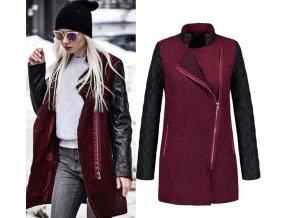 Dámský červený kabát s rukávy z koženky