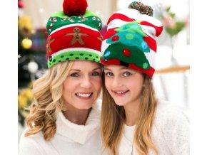 Zimní čepice svítící s bambulí-vánoční motivy-ve více variantách