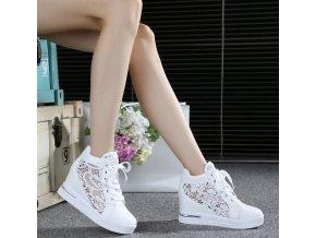 Dámské boty- Dámské krajkové bílé boty na klínku