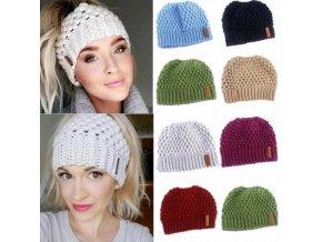 Oblečení - čepice - dámská zimní pletená čepice s dírou na culík - zimní čepice - dárek pro ženu