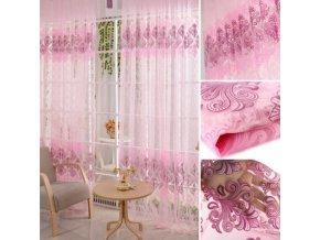 Růžové záclony s květinovým motivem