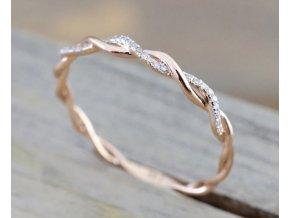Tenký jemný pozlacený prsten se zirkonovými krystaly