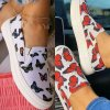 Boty - dámské boty - dámské nazouvací bílé boty s potiskem motýlů - dámské tenisky - dárky pro ženu