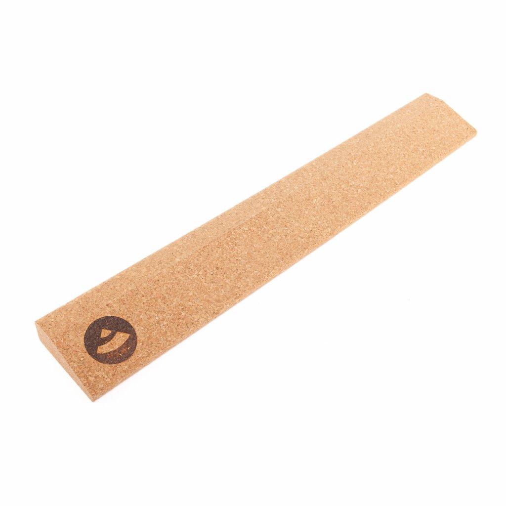 bodhi-yoga-cork-wedge-xl-korkovy-blok-v-tvare-klina-60cm