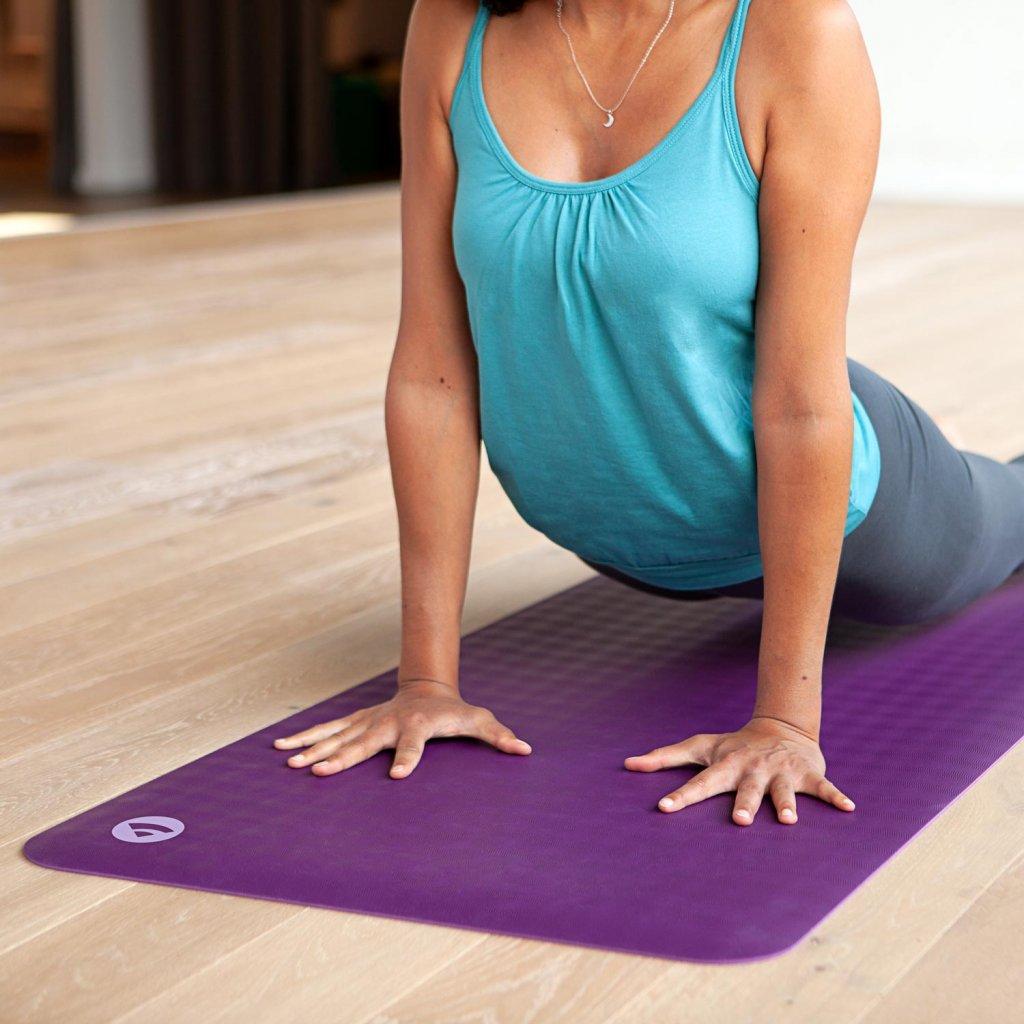 657g yoga naturkautschuk yogamatte ecopro travel schilfgruen liegend