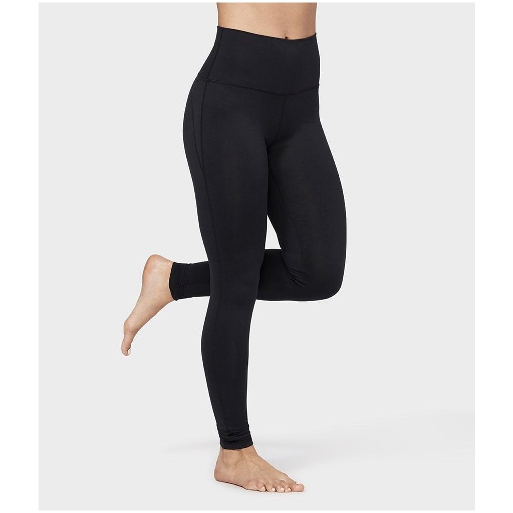 711446 wn leggings essential high line black 01 min 1