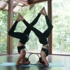 yoga design lab koleso na jogu mandala night acro yoga
