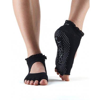 Objedajte si Toesox Halftoe Bella Grip protišmykové ponožky (Black lace) za  14 63782fb78f