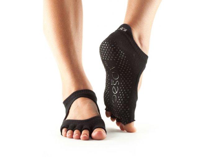 Objedajte si Toesox Halftoe Bellarina Grip protišmkové ponožky (čierne) za 14,49 Dovoz od 75 EUR zdarma, doručenie do 2 dní, 98% spokojnosť, 100 dní na vrátenie. 903/M 1