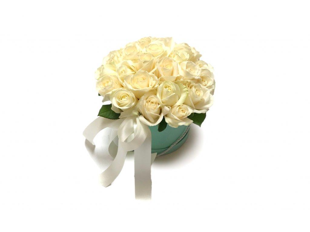 Bílé růže ve flowerboxu