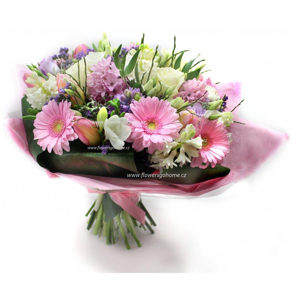 Růžová kytice k Valentýnu