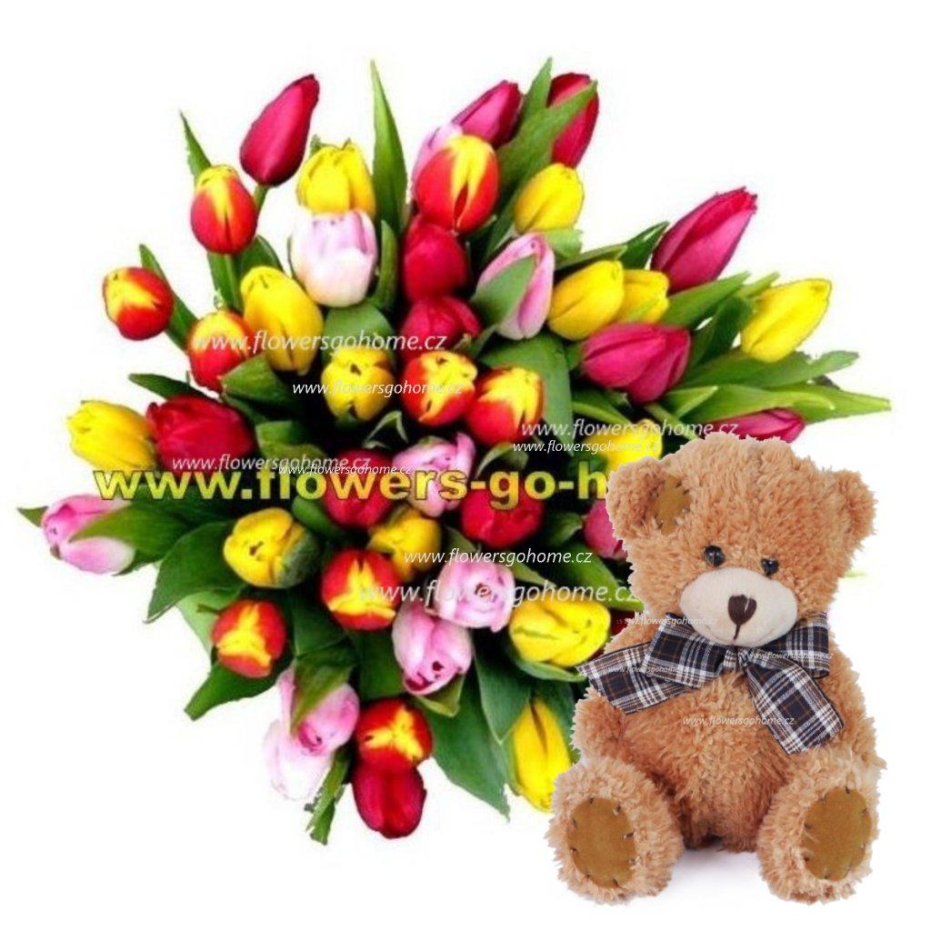 Kytice tulipánů s medvídkem
