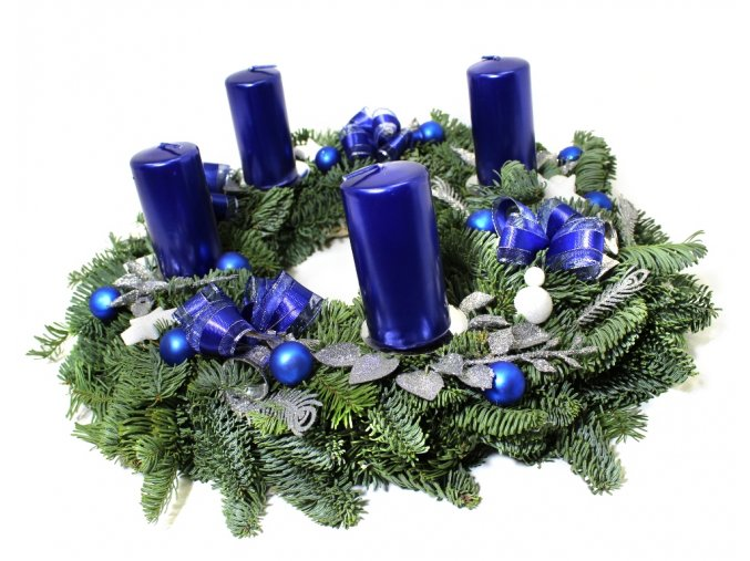 Modrý adventní věnec