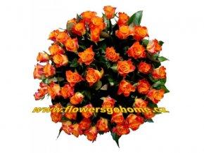 Kytice oranžových růží