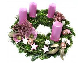 Růžový adventní věnec