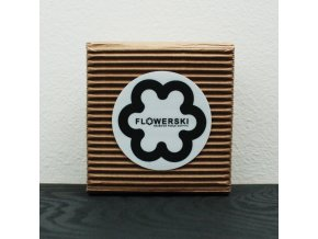 bílá flowerski krabicka na sperky