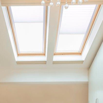 Roleta Plisé na střešní okna, s profilem Classic, Blackout, Bílá, P 4-7310 detail